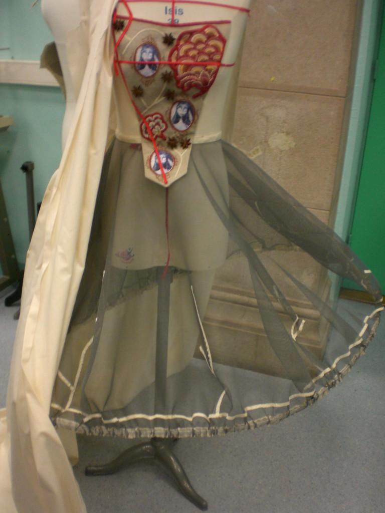 Robe battante, panier et pièce d'estomac XVIIIe dans Costumes cimg2222